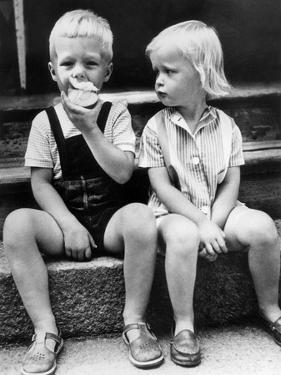 Child Eat an Apple August 25, 1960
