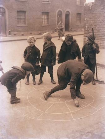 https://imgc.allpostersimages.com/img/posters/children-playing-in-the-streets-of-london_u-L-PM04SL0.jpg?p=0