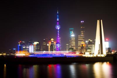 https://imgc.allpostersimages.com/img/posters/china-10mkm2-collection-shanghai-skyline-with-oriental-pearl-tower-at-night_u-L-Q11NBX70.jpg?p=0