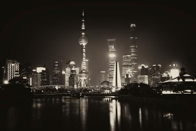 https://imgc.allpostersimages.com/img/posters/china-10mkm2-collection-shanghai-skyline-with-oriental-pearl-tower-at-night_u-L-Q11NC1S0.jpg?p=0