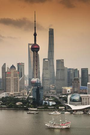 https://imgc.allpostersimages.com/img/posters/china-10mkm2-collection-shanghai-skyline-with-oriental-pearl-tower_u-L-PZ7ONB0.jpg?p=0