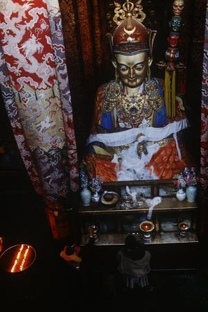 https://imgc.allpostersimages.com/img/posters/china-tibet-lhasa-statue-of-padmasambhava-in-jokhang-temple_u-L-POTQAD0.jpg?p=0