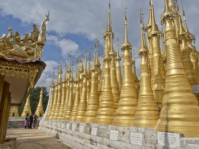 https://imgc.allpostersimages.com/img/posters/chinese-tourists-visit-buddhist-temples-in-the-inle-lake-region-shan-state-myanmar-burma_u-L-PWFIMH0.jpg?artPerspective=n