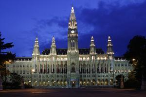 Vienna Rathaus by Chris Bliss