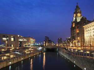 Royal Liver Building at Dusk, Pier Head, UNESCO World Heritage Site, Liverpool, Merseyside, England by Chris Hepburn