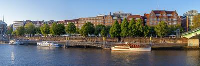 Banks of Weser, Martinianleger (Downtown Pier), Bremen, Germany, Europe