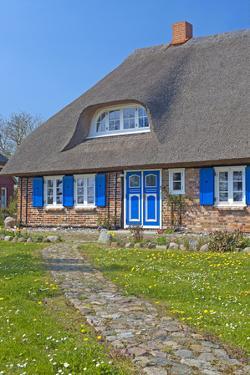 Europe, Germany, Mecklenburg-Western Pomerania, Baltic Sea Island RŸgen, Thatched Roof House by Chris Seba