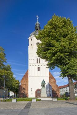 Germany, Brandenburg, Spreewald, LŸbben, Church, Evening, Paul-Gerhardt Monument by Chris Seba