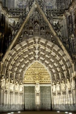 Germany, North Rhine-Westphalia, Cologne, Cathedral, West Side, Wall Figures in the Mary Portal by Chris Seba