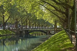 Germany, Rhineland, Dusseldorf, Kšnigsallee by Chris Seba