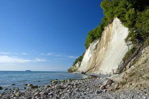 Germany, the Baltic Sea, Western Pomerania, Island RŸgen, Chalk Rocks, Ferry, Horizon by Chris Seba