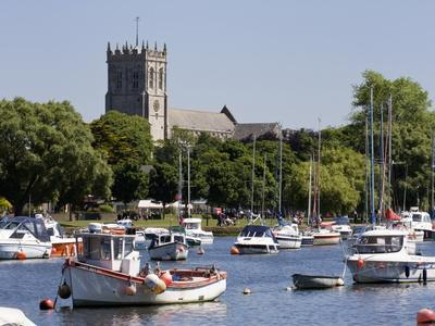https://imgc.allpostersimages.com/img/posters/christchurch-priory-and-pleasure-boats-on-the-river-stour-dorset-england-united-kingdom-europe_u-L-PFO0CV0.jpg?p=0