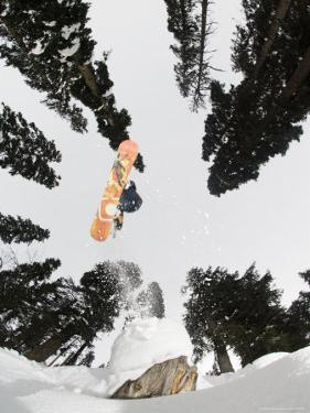 Snowboarding at Gulmarg Resort by Christian Aslund