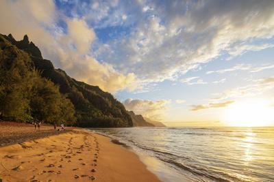 Kalalau beach on the Kalalau trail, Napali Coast State Park, Kauai Island, Hawaii, USA