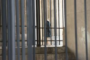 behind bars, dummy by Christine Meder stage-art.de