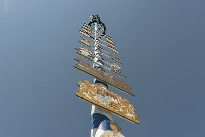 Maypole with guild coat of arms