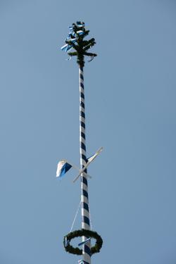 Maypole by Christine Meder stage-art.de