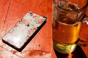 Mobile phone on a beer table by Christine Meder stage-art.de