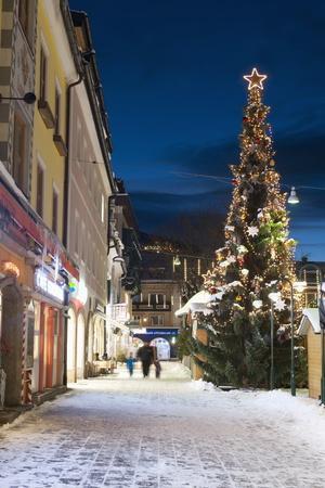 https://imgc.allpostersimages.com/img/posters/christmas-market-haupt-square-schladming-steiermark-austria-europe_u-L-PNGO290.jpg?p=0