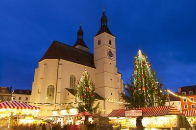 https://imgc.allpostersimages.com/img/posters/christmas-market-in-neupfarrplatz-regensburg-bavaria-germany-europe_u-L-PWFFTV0.jpg?p=0