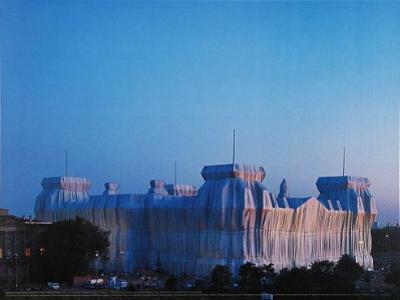 Reichstag Ost und Nordfassade in Abenddammerung by Christo