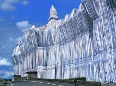 Reichstag Vorderseite bei Tage by Christo