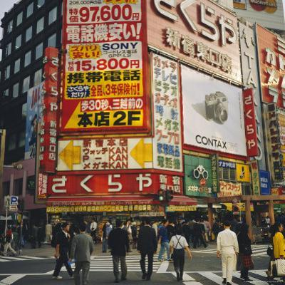 Shinjuku, Tokyo, Japan by Christopher Rennie