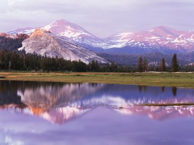 California, Sierra Nevada, Yosemite National Park, Lembert Dome on Tuolumne River