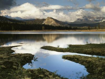 Usa, Pacific Northwest, Mountain Scenic with a Lake