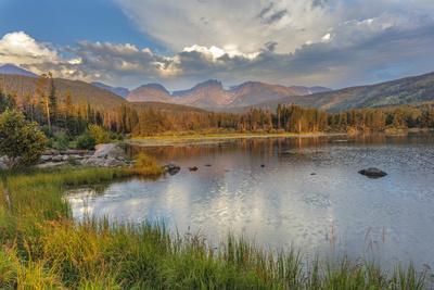 Sunrise on Hallett Peak and Flattop Mountain above Sprague Lake in Rocky Mountain NP, Colorado, USA