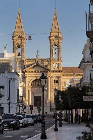 https://imgc.allpostersimages.com/img/posters/church-in-alberobello-puglia-italy-europe_u-L-PQ8TRN0.jpg?p=0