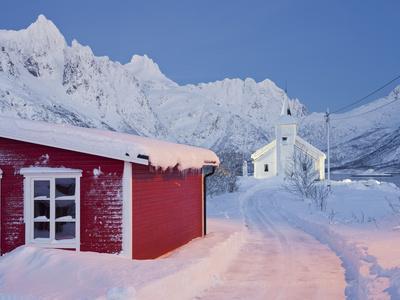 https://imgc.allpostersimages.com/img/posters/church-in-sildpollneset-peninsula-vestpollen-austnesfjorden-austvagoya-island-lofoten_u-L-Q11YEZ00.jpg?p=0