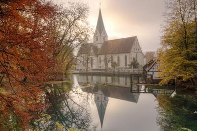 https://imgc.allpostersimages.com/img/posters/church-of-blaubeuren-monastry-reflecting-in-blautopf-spring_u-L-PQ8UYT0.jpg?p=0
