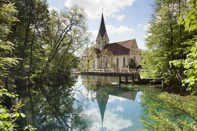 https://imgc.allpostersimages.com/img/posters/church-of-blaubeuren-monastry-reflecting-in-blautopf-spring_u-L-PQ8UZH0.jpg?p=0