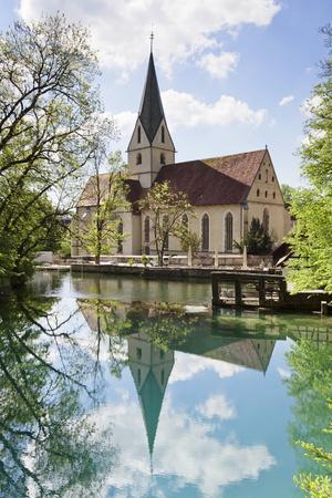 https://imgc.allpostersimages.com/img/posters/church-of-blaubeuren-monastry-reflecting-in-blautopf-spring_u-L-PQ8UZT0.jpg?p=0