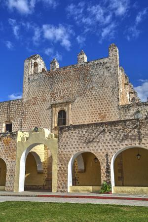 https://imgc.allpostersimages.com/img/posters/church-of-san-bernadino-de-siena-and-convent-of-sisal_u-L-PWFMDI0.jpg?p=0
