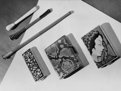 https://imgc.allpostersimages.com/img/posters/cigarette-accessories_u-L-Q107L1X0.jpg?artPerspective=n