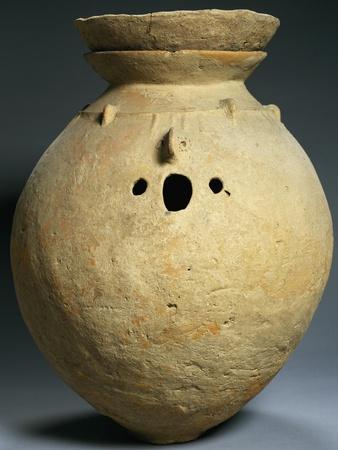 https://imgc.allpostersimages.com/img/posters/cinerary-vase-from-tomb-of-loebanr-pakistan-pakistani-civilization_u-L-POY1BU0.jpg?p=0