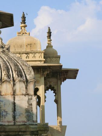 https://imgc.allpostersimages.com/img/posters/city-palace-udaipur-rajasthan-india_u-L-PHATKX0.jpg?p=0