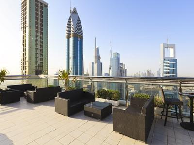 https://imgc.allpostersimages.com/img/posters/cityscape-seen-from-rooftop-bar-sheikh-zayed-road-dubai-united-arab-emirates-middle-east_u-L-PFNXVI0.jpg?p=0