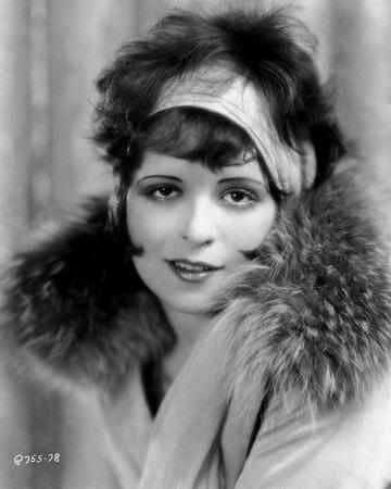 https://imgc.allpostersimages.com/img/posters/clara-bow-posed-with-furry-shawl_u-L-Q115J7T0.jpg?p=0