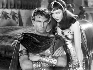 CLEOPATRA, 1934 directed by CECIL BeMILLE Henry Wilcoxon and Claudette Colbert (b/w photo)