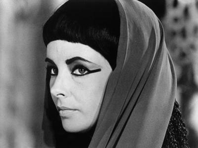 CLEOPATRA, 1963 directed by JOSEPH L. MANKIEWICZ Elizabeth Taylor (b/w photo)
