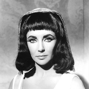 CLEOPATRA, 1963 directed by JOSEPH L. MANKIEWICZ Elizabeth Taylor (b/w photo)