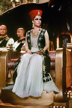CLEOPATRA, 1963 directed by JOSEPH L. MANKIEWICZ Elizabeth Taylor (photo)
