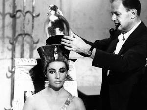 CLEOPATRA, 1963 directed by JOSEPH L. MANKIEWICZ on the set, Joseph L. Mankiewicz and Elizabeth Tay