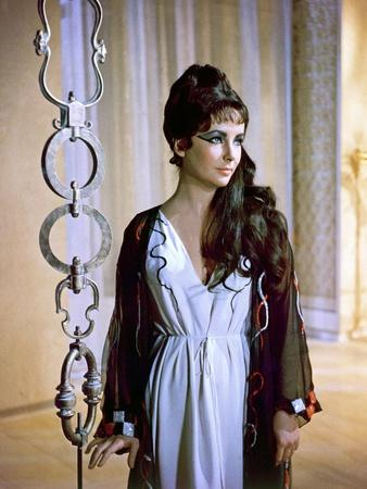 https://imgc.allpostersimages.com/img/posters/cleopatra-elizabeth-taylor-1963_u-L-PJUDVN0.jpg?artPerspective=n