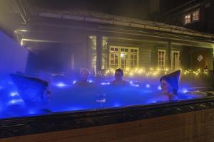 Relaxing oudoor Jacuzzi Meraker Lodge Norway Europe by ClickAlps