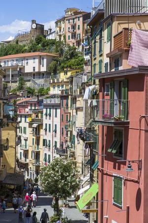 https://imgc.allpostersimages.com/img/posters/clifftop-village-of-riomaggiore-cinque-terre-unesco-world-heritage-site-liguria-italy-europe_u-L-PWFL8V0.jpg?p=0