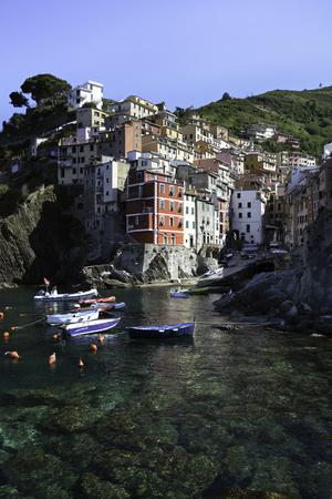 https://imgc.allpostersimages.com/img/posters/clifftop-village-of-riomaggiore-cinque-terre-unesco-world-heritage-site-liguria-italy-europe_u-L-PWFRB60.jpg?p=0